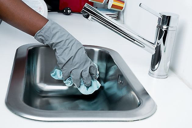 Zowel binnen- als buitenshuis - Schoonmaak en glazenwasserij JH Heiligerlee